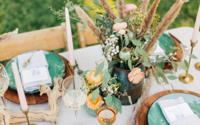 A NOT-TOO-RUSTIC SUMMER TABLESCAPE