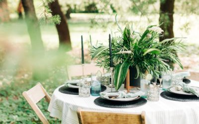A MINTY MODERN TABLE SETTING